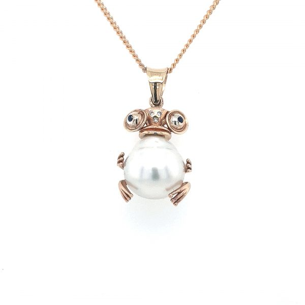 9K YELLOW GOLD BROOME PEARL WHITE DIAMONDS AND BLUE SAPPHIRES FROG PENDANT. HANDMADE_0